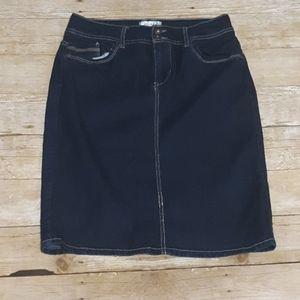 Dressbarn blue jean skirt size 4